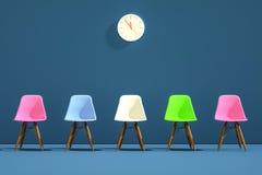 Fila de sillas con un una impar hacia fuera Oportunidad de trabajo Dirección del negocio Concepto del reclutamiento representació fotografía de archivo libre de regalías