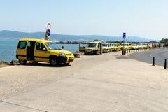 Fila de taxis en una fila de taxi Imagen de archivo libre de regalías