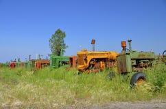 Fila de tractores descuidados Fotografía de archivo