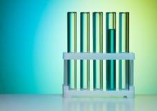 Fila de tubos de ensayo en laboratorio Fotografía de archivo