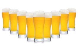 Fila de vidrios de cerveza Imágenes de archivo libres de regalías