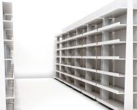 Fila degli scaffali con gli scaffali su fondo bianco rende 3D Immagine Stock