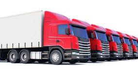 Fila dei camion del carico isolati su bianco Immagini Stock Libere da Diritti