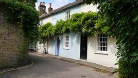 Fila dei cottage vittoriani in Twickenham Londra immagine stock