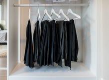 Fila dei pantaloni che appendono sul gancio di cappotto Fotografia Stock Libera da Diritti
