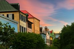 Fila del arco iris situada en Charleston, Carolina del Sur Imagenes de archivo