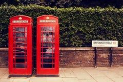 Fila del arte de las cajas tradicionales del teléfono en Londres Foto de archivo libre de regalías