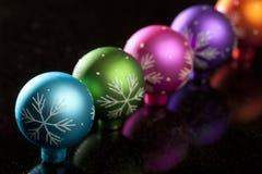 Fila del ornamento de la Navidad Fotografía de archivo libre de regalías