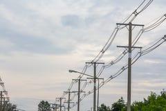 Fila del polo eléctrico del alambre Imagen de archivo libre de regalías