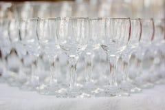 Fila del vidrio en evento del abastecimiento en la tabla Foto de archivo libre de regalías