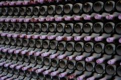 Fila del vino bottles2 Foto de archivo libre de regalías