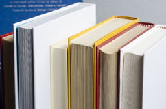Fila dell'libri Fotografie Stock Libere da Diritti