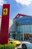 Fila delle automobili di Ferrari Immagini Stock Libere da Diritti