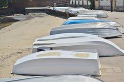 Fila delle barche su un atterraggio Fotografie Stock Libere da Diritti