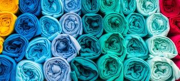 Fila delle camice casuali multicolori di varietà Immagine Stock Libera da Diritti