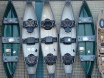 Fila delle canoe Immagine Stock