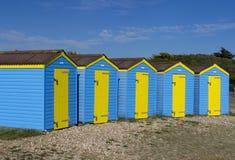 Fila delle capanne della spiaggia, Littlehampton, Inghilterra fotografia stock