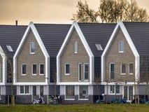 Fila delle case moderne al tramonto Immagine Stock