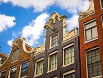 Fila delle facciate storiche tipiche della casa a Amsterdam Immagine Stock Libera da Diritti