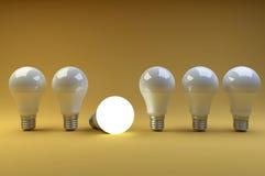 Fila delle lampadine del LED con una differente dagli altre su una o Immagine Stock