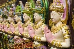 Fila delle statue di angelo Fotografia Stock
