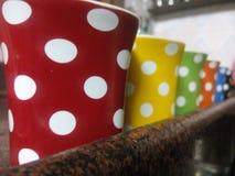 Fila delle tazze Fotografia Stock Libera da Diritti