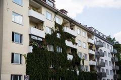 Fila di case, case in affitto, vecchia costruzione a Monaco di Baviera, Schwabing Immagini Stock