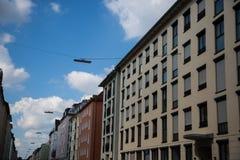 Fila di case, case in affitto, vecchia costruzione a Monaco di Baviera, Schwabing Fotografie Stock Libere da Diritti