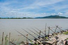 Fila di pesca delle canne da pesca Fotografia Stock