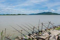 Fila di pesca delle canne da pesca Fotografia Stock Libera da Diritti