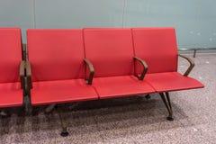 Fila di sedili dell'aeroporto immagine stock libera da diritti