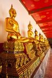 Fila di seduta del Buddha Fotografia Stock