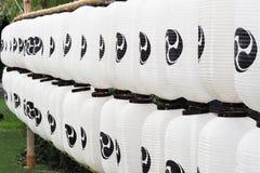 Fila di stile giapponese delle lanterne di carta Immagini Stock Libere da Diritti