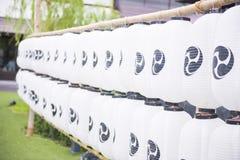 Fila di stile giapponese delle lanterne di carta Fotografia Stock Libera da Diritti
