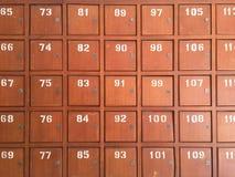 Fila di vecchi contenitori di legno di posta in Tailandia Immagini Stock Libere da Diritti