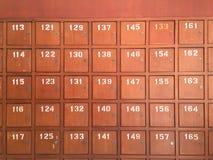 Fila di vecchi contenitori di legno di posta in Tailandia Fotografia Stock