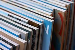 Fila diagonal de libros fotos de archivo libres de regalías