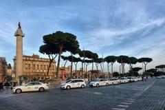Fila do táxi na praça Venezi de Roma Imagens de Stock Royalty Free
