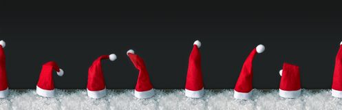 Fila inconsútil de los sombreros rojos de Santa Claus foto de archivo