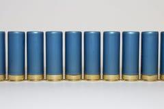 Fila larga de las cáscaras de escopeta azules Foto de archivo libre de regalías