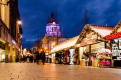 Fila larga, Nottingham durante mercado de la Navidad imagenes de archivo
