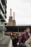 Fila para a central elétrica de Battersea Imagem de Stock