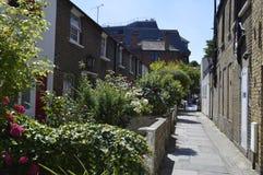 Fila posteriore dei cottage vittoriani in Richmond London Uk immagine stock