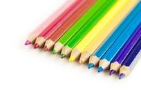 Fila variopinta delle matite isolate su fondo bianco con copysp Immagini Stock Libere da Diritti