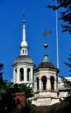 Filadelfia, PA: Indipendenza e città Hall Cupolas Immagine Stock