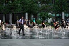 FILADELFIA, usa ludzie w Philadelphia urzędu miasta fontannie - MAJ 23 2018 - Fotografia Stock