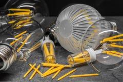Filamenti di riserva del LED e lampadine leggere del filamento del LED Immagine Stock