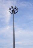 Filarów światła reflektorów na niebieskim niebie fotografia stock