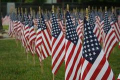 Filas de banderas americanas, recordando 9/11 Imagen de archivo