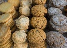 Filas de galletas Imagenes de archivo